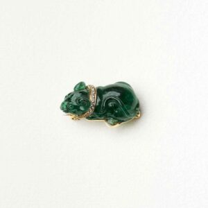 36 CT EMERALD MOUSE BROOCHYellow gold with 36 carats engraved emerald€ 11.700